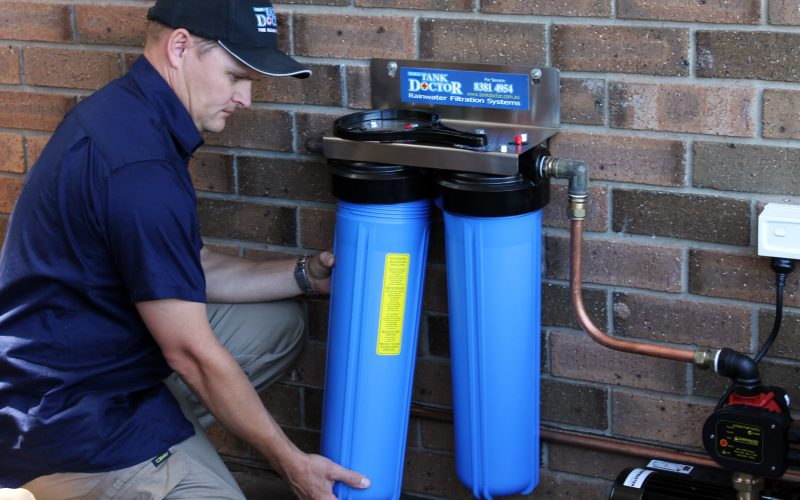 Changing a rainwater filter cartridge